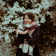 Photographe à Troyes, Portrait de femme qui joue dans la neige