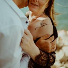Photographe à Troyes, séance photo de couple sexy et intimiste en extérieur près du lac