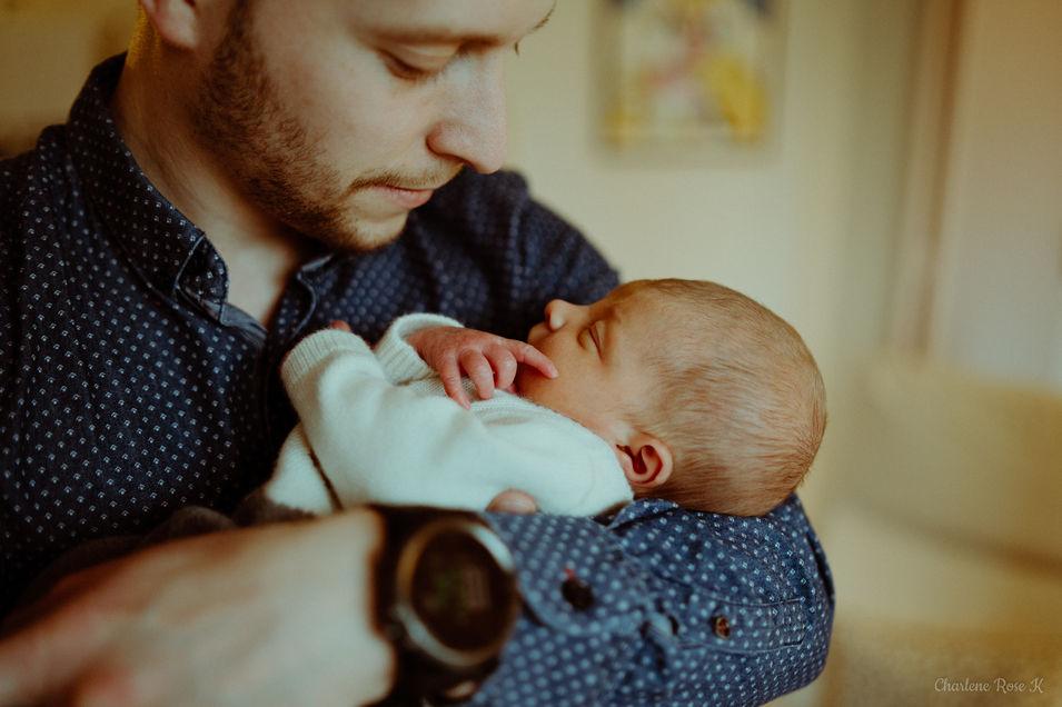 photographe,troyes,bébé,naissance,nouveau,né,famille,domicile,lifestyle,papa,charlene,rose,k