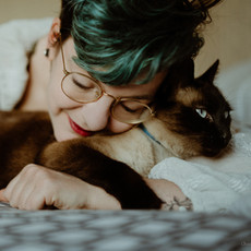seance-photo-troyes-solo-femme-domicile-cocooning-chat-tattoos-crk (3).jpg