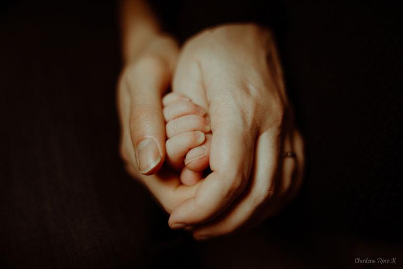 photographe,troyes,bébé,naissance,nouveau,né,famille,domicile,lifestyle,mains,charlene,rose,k