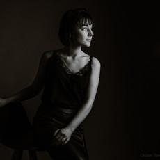Photographe à Troyes, Portrait de femme en studio noir et blanc