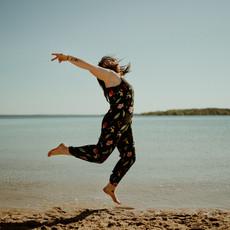 Photographe à Troyes, Portrait de femme qui saute dans l'eau