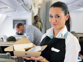 Cada passageiro gera quase 1,5 kg de lixo por voo; aéreas tentam mudar isso.