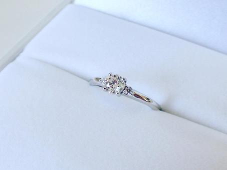 【No.10 ダイヤモンドプロポーズ後、ダイヤモンドが輝くデザインの婚約指輪をお仕立てさせて頂きました】