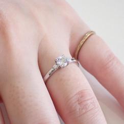 薬指の指輪 ダイヤモンドリング 婚約指輪 結婚指輪 エンゲージリング マリッジリング ブライダルリング オーダーメイドリング オーダーメイドジュエリー 山形県山形市 宝石