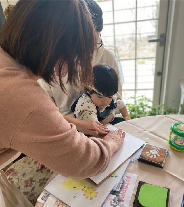 アトリエジェムカフェで開催した赤ちゃんの手形と足形のアート体験会