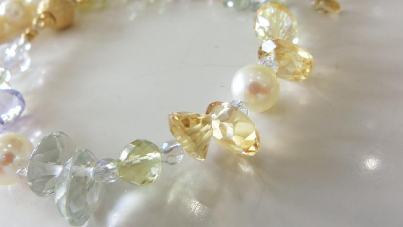 高品質の天然石を使ったブレスレット、ネックレス、指輪はお任せ下さい。
