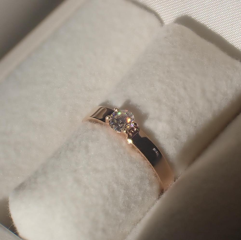 ピンクゴールドでお仕立てしたオーダーメイドの婚約指輪