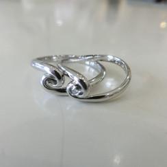 【No.1 手を繋ぐようにデザインした結婚指輪】