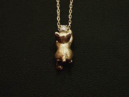 【作品紹介】ダイヤモンドを追いかける猫のネックレスをご用命頂きました。