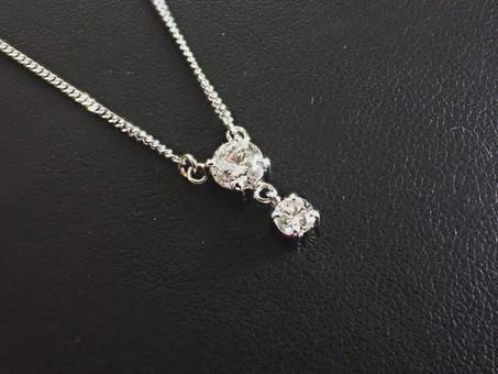 【ジュエリーリフォーム実例】ネックレスと婚約指輪を一つのジュエリーにお仕立て致しました。