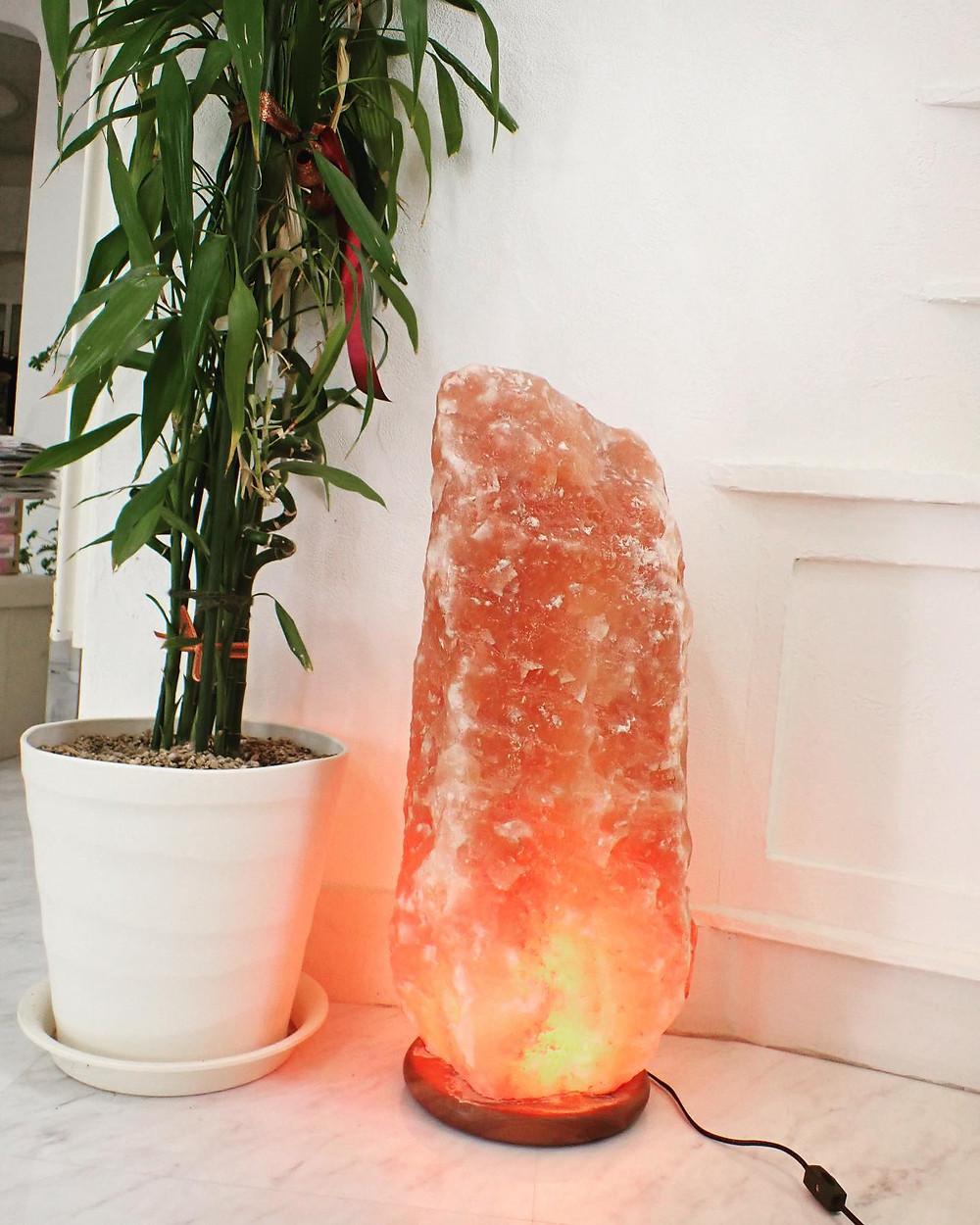 岩塩ランプ インテリア 癒し 鉱物 パワーストーン 山形県山形市 ジュエリーショップ 宝石店 アトリエジェムカフェ