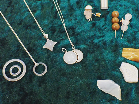 【月山めのう上野明×アトリエジェムカフェ】山形県で採れる宝石「めのう」で、オリジナル作品を仕立てております。