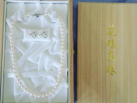 【花珠真珠】オーロラ花珠ネックレスとイヤリングをご用命頂きました。