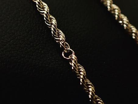 【ジュエリー修理】切れてしまった18金ネックレスの修理をご用命頂きました。