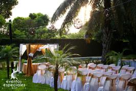 arreglo de sillas lazos dorados telas arreglos jardines