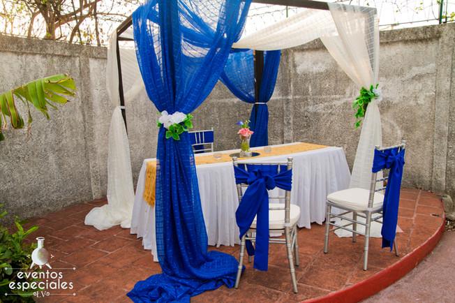 mesa de novios decoracion de lujo azul y dorado