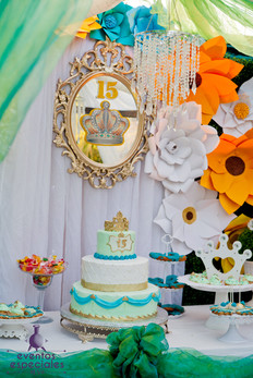 pastel con de coracion de flores 15 años decoracion de espejos color celeste cyan