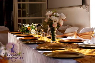 banquete platos putter centros de mesa flores naturales copas vajilla de lujo lazos dorados mesa para banquete