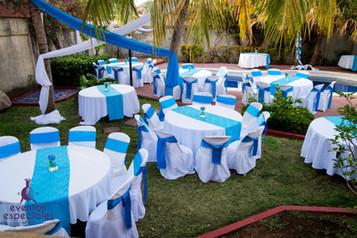 mesas sillas vestidos decoracion celeste cyan