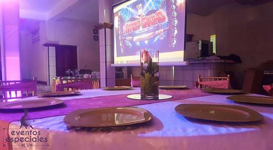 pantalla daashow centros de mesa con flores