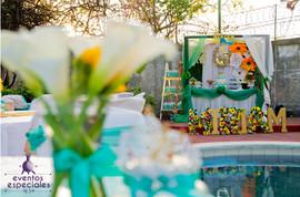flores centro de mesa mesa de pastel flores blancas piscina