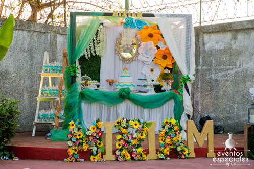 decoracion con letras flores y rosas decoracion de lujo mesa de pastel