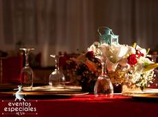 vajilla de lujo decoracion rojo vino centro de mesa flores