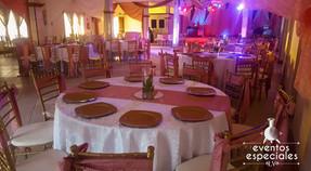mesas sillas fiestas decoracion dorado roscon rosados manteles