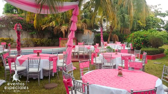 decoracion con festones y motivos rosados rosa 15 años bodas sillas tiffany plateado