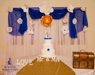 decoracion telas azul y blanco rosas pastel motivos florales