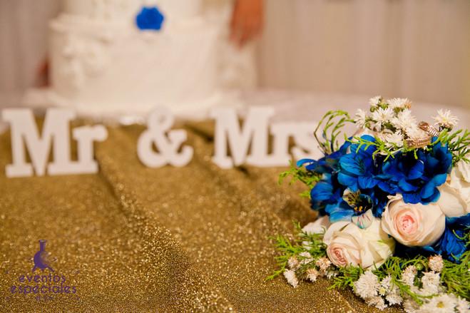 bodas pastel fiestas arreglos florales rosas blancas