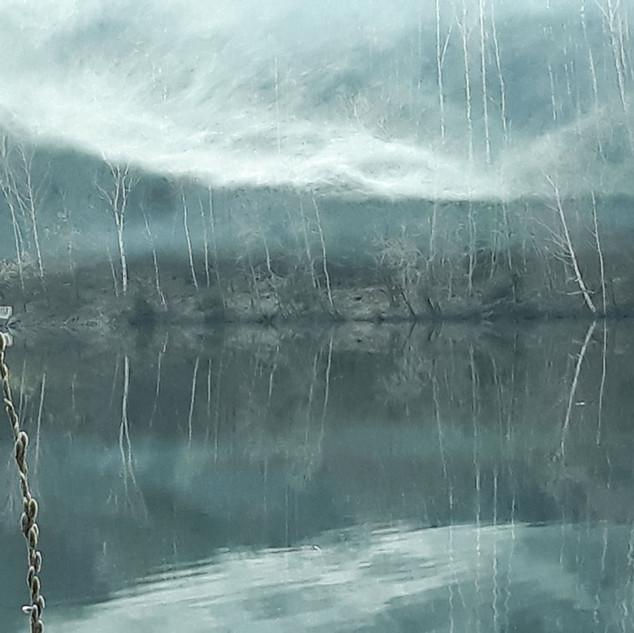 Vltava v bílém závoji