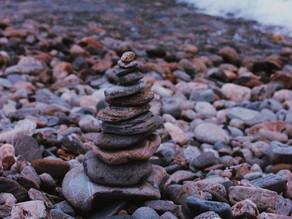 Зачем на Байкале собирают пирамидки из камней?