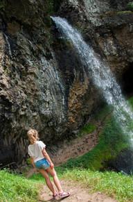 Genieten van de mooie waterval.