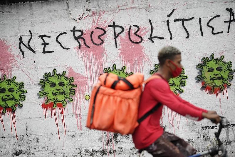 protesta contra ações do governo ao longo da pandemia - Mauro Pimentel/ AFP