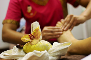 Foot Massage with Herbal Compress
