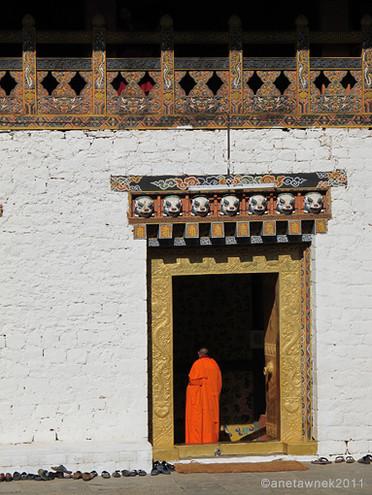 Palace monks praying