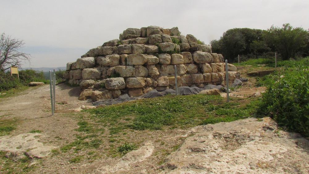Pyramid memorial