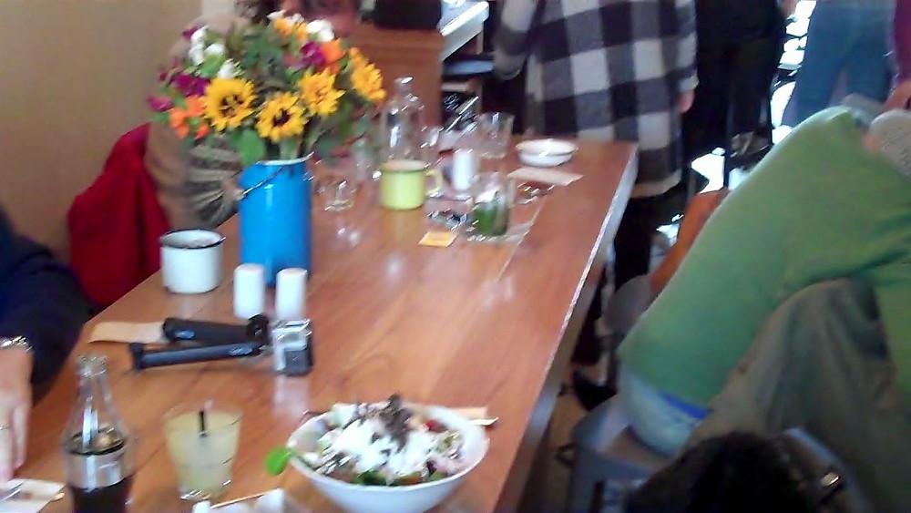 table in haba restauranant mahaneh yehudah market