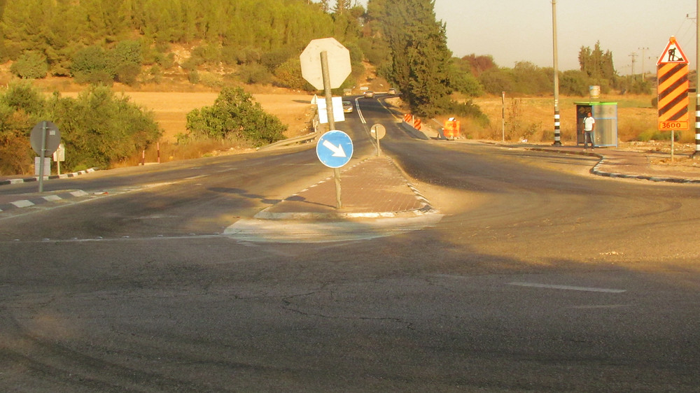 Junction: left to Gat Straight to Ashdod and Ashkelon Right to Ekron
