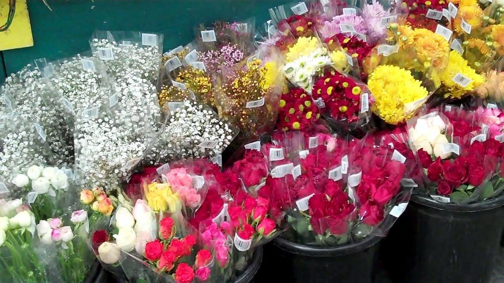 flowers in mahaneh yehudah market