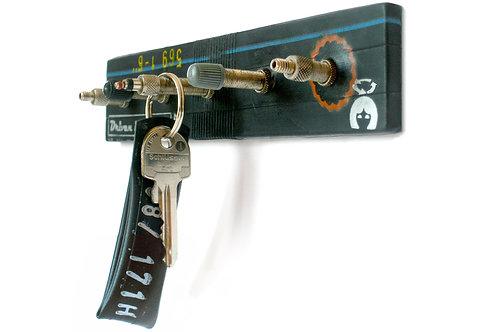 Schlüsselbrett mit Fahrradventilen, KWD