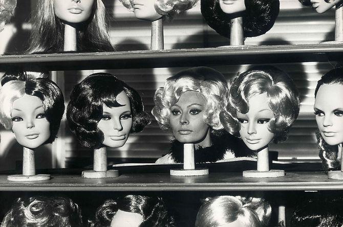 0023 parrucche scaffale.jpg