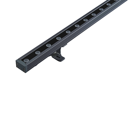Outdoor linear wall washer