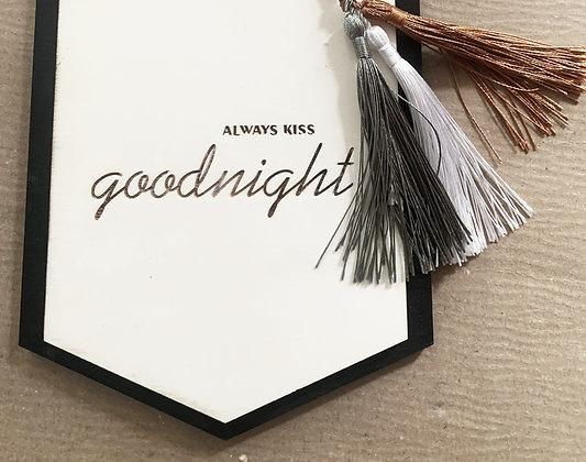 kiss goodnight Schild