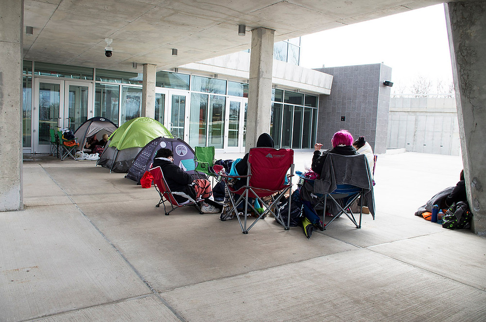 Green Day fans queuing in Champaign, Illinois