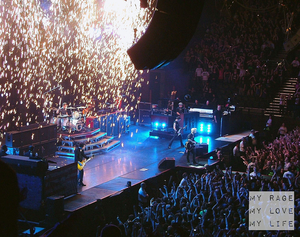 Green Day playing 21 Guns live in Birmingham on the 21st Century Breakdown Tour