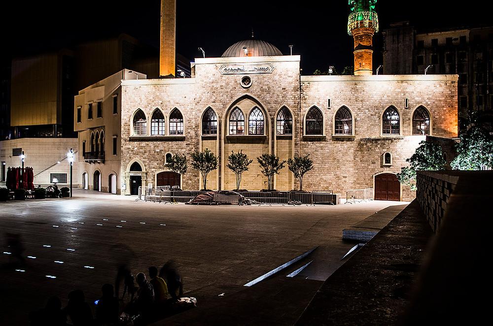 Al Majidieh Mosque at night